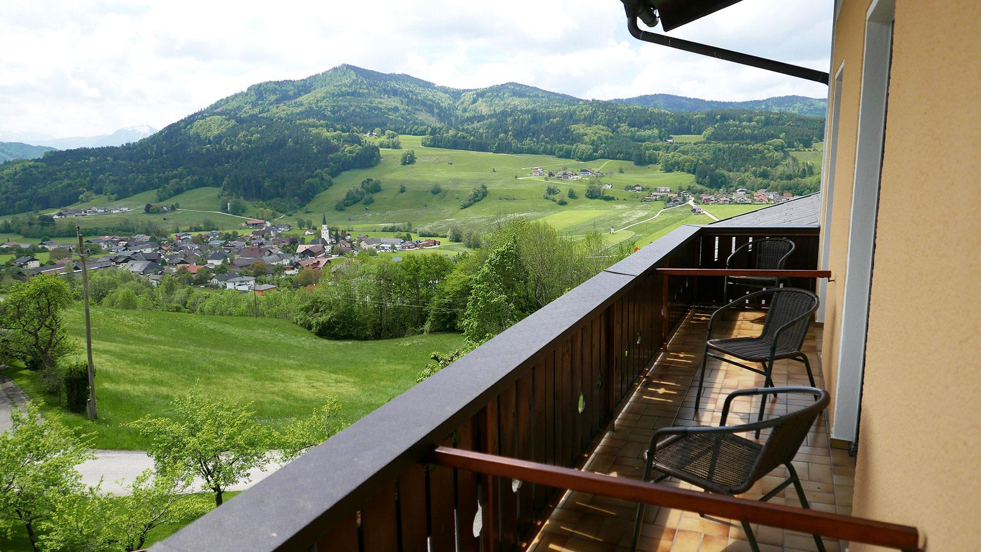 gemütliche Gästezimmer mit Balkon im Gasthof Sonnenhof