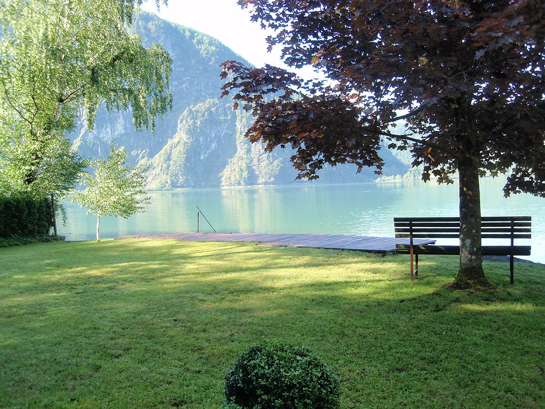 unser hauseigener Badeplatz am wunderschoenen Mondsee